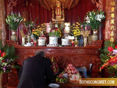 Bàn thờ gia tiên theo phong tục Việt Nam