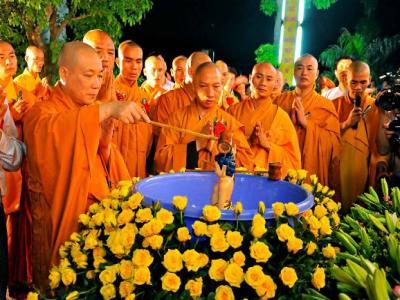 Nguồn gốc và ý nghĩa của lễ tắm Phật trong ngày Phật Đản