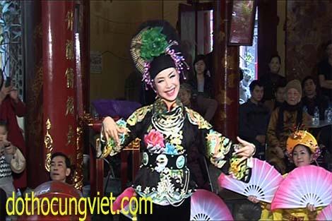 kha-ao-hau-dong-co-be-thuong-ngan