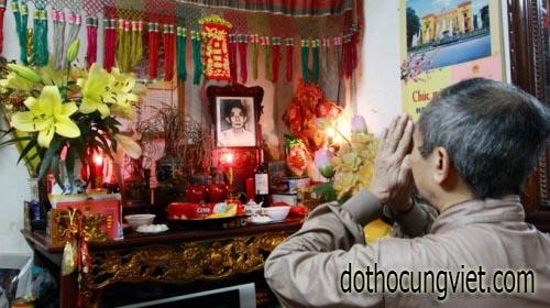 doc-van-khan-le-thanh-minh-tai-ban-tho-gia-tien